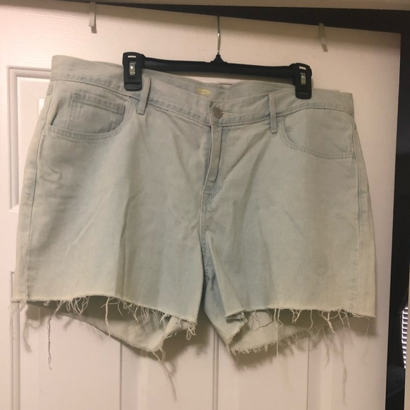 Old Navy Pants - Plus size old navy shorts size 16